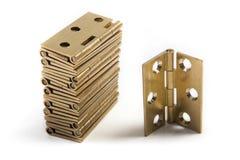 Scharnieren voor deuren Gouden messing Op wit Stock Foto