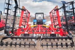 Scharnierend materiaal voor tractor Tyumen Rusland stock afbeeldingen