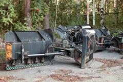 Scharnierende schop van bulldozer om wegen schoon te maken stock afbeeldingen