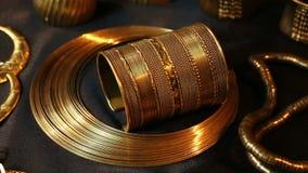 Schat, Reeks van Mooie Oosterse gouden Bruids juwelen (Egyptische Indiër, Arabier, Afrikaan,) stock footage