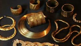 Schat, Reeks van Mooie Oosterse gouden Bruids juwelen (Egyptische Indiër, Arabier, Afrikaan,) stock videobeelden