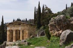 Schatkist van Athene in Delphi, Griekenland Stock Fotografie
