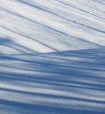 Schatten auf eben gefallenem Schnee Lizenzfreie Stockbilder