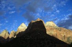 Schatten auf Sandstein Stockfotos