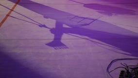 Schatten auf Stadium von einem E-Gitarren-Musiker stock footage