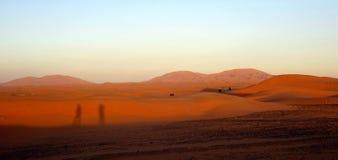 Schatten bei Sonnenuntergang in der Wüste Sahara Lizenzfreie Stockbilder