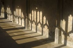 Schatten in den Klöstern. Wiltshire. Großbritannien Stockfotografie