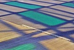 Schatten des Stahldachs über der Straße Lizenzfreie Stockfotografie