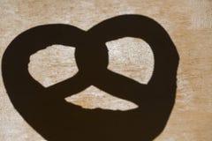 Schatten einer Brezel Stockbilder