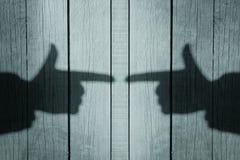 Schatten einer Hand mit einem Zeigefinger Lizenzfreies Stockfoto