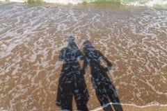 Schatten von den Freund-und Freundin-Liebhabern, die Fotos machen Stockfotografie