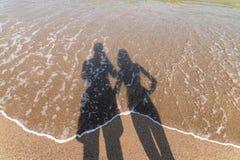 Schatten von den Freund-und Freundin-Liebhabern, die Fotos machen Stockfotos