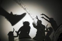 Schatten von den Leuten, die in der Szene spielen Stockfotos