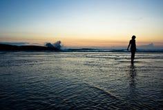 Schattenbild auf einem Strand Stockfotos