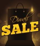 Schattenbild der Einkaufstasche eine spezielle Diwali-Verkaufs-Nacht, Vektor-Illustration ankündigend Lizenzfreies Stockbild