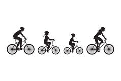 Schattenbild der Familie auf Fahrrädern Stockfotos