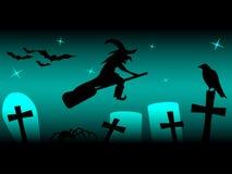 Schattenbild der Fliegenhexe auf Besen, mit Spinne, Raben und Schlägern nachts Lizenzfreie Stockfotografie