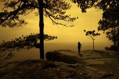 Schattenbild der Frau auf Touristen. stockbilder