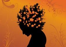Schattenbild der Frau mit dem Haar von den Blättern Stockbild