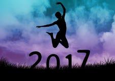 Schattenbild der Frau springend über Zeichen des neuen Jahres 2017 stock abbildung