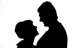Schattenbild der glücklichen Paare stockfoto