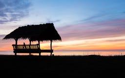 Schattenbild der Hütte bei Sonnenaufgang Lizenzfreies Stockbild