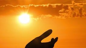 Schattenbild der helfenden Hand