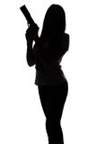 Schattenbild der jungen Spionsfrau mit Gewehr Lizenzfreie Stockfotografie