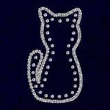 Schattenbild der Katze mit Bergkristalldiamanten auf der dunkelblauen Baumwollbeschaffenheit Stockfoto