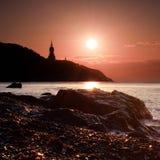 Schattenbild der Kirche am Sonnenaufgang in Krim Lizenzfreies Stockfoto