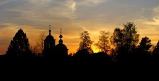 Schattenbild der Kirche am Sonnenuntergang Lizenzfreies Stockbild