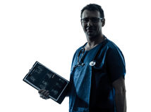 Schattenbild der medizinischen Prüfung des Doktormannes Stockfotografie