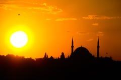 Schattenbild der Moschee bei Sonnenuntergang in Istanbul Stockfotografie