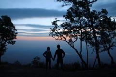 Schattenbild der Paare auf Touristen. Lizenzfreies Stockbild