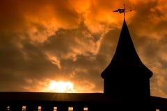 Schattenbild der Turmwälle bei Sonnenuntergang Stockbilder