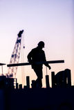 Schattenbild des Bauarbeiters Stockfotografie