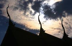 Schattenbild des Dachs des Tempels Stockfotografie