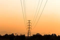 Schattenbild des elektrischen Turms Stockbild