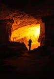 Schattenbild des Fotografen in einer Höhle Stockfotos