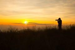 Schattenbild des Fotografen Foto machend Lizenzfreies Stockbild
