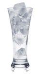 Schattenbild des Glases mit Eis auf Weiß Stockbild