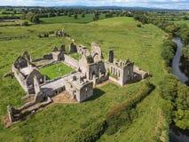 Schattenbild des kauernden Geschäftsmannes Athassel-Abtei Grafschaft Tipperary irland Lizenzfreies Stockfoto