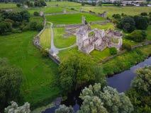 Schattenbild des kauernden Geschäftsmannes Kells-Kloster Grafschaft Kilkenny irland Lizenzfreies Stockfoto