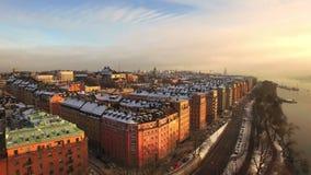 Schattenbild des kauernden Geschäftsmannes Stockholm-Stadt stock video footage