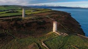 Schattenbild des kauernden Geschäftsmannes Wicklow-Kopfleuchtturm Grafschaft Wicklow irland Stockfoto