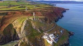 Schattenbild des kauernden Geschäftsmannes Wicklow-Kopfleuchtturm Grafschaft Wicklow irland Stockbilder