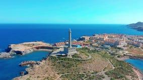 Schattenbild des kauernden Gesch?ftsmannes Leuchtturm Faro Cabo de Palos, Spanien, meditterian Meer stock footage