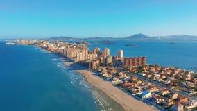 Schattenbild des kauernden Gesch?ftsmannes Panoramablick-La Manga del Mar Menor, Cartagena, Murcia, Spanien stock footage