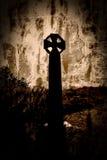 Schattenbild des keltischen Kreuzes im Sepia Stockbild