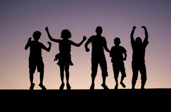 Schattenbild des Kinderspringens Lizenzfreies Stockbild